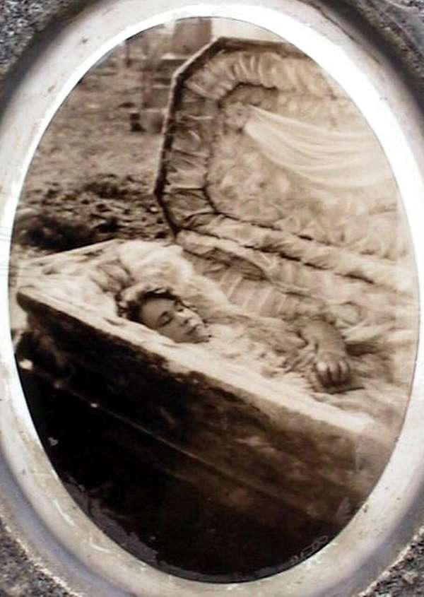 Cô gái đang lâm bồn thì qua đời, thi thể 6 năm vẫn nguyên vẹn và bí ẩn rùng mình-2