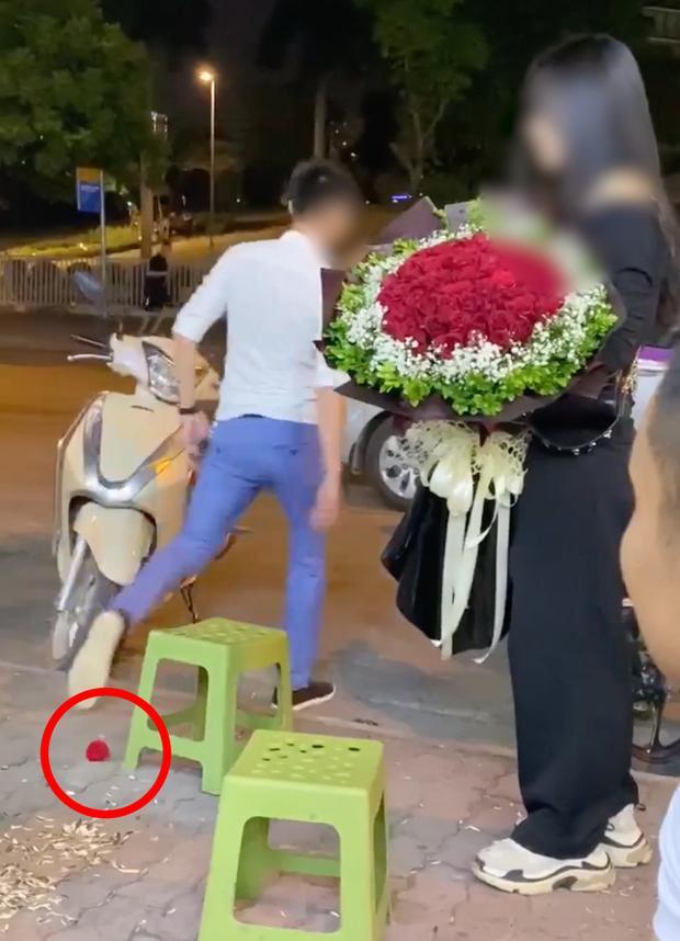Vụ chàng trai ném nhẫn cầu hôn khi bị từ chối: Bích Phương phát biểu được vỗ tay rần rần-1