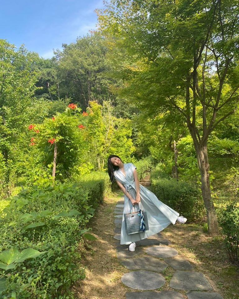 Công chúa YG như Jennie: Thảnh thơi đi chơi cũng diện nguyên cây hàng hiệu với giá trị khủng-2
