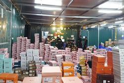 Bên trong tổng kho hàng lậu 10.000m2 của 9x Lào Cai: Hàng nghìn sản phẩm 'nhái' Gucci, Louis Vuitton...