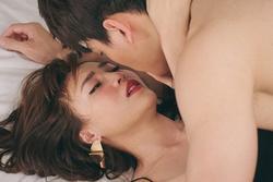 'Phi công trẻ' hôn Ninh Dương Lan Ngọc suốt 2 tiếng vẫn chưa là gì với Ngô Kiến Huy hôn Nhã Phương