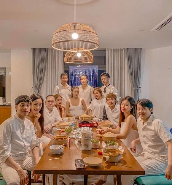 Bức ảnh quyền lực nhất Vbiz: Noo Phước Thịnh và Mai Phương Thúy e ấp trong tiệc của Gil Lê-3