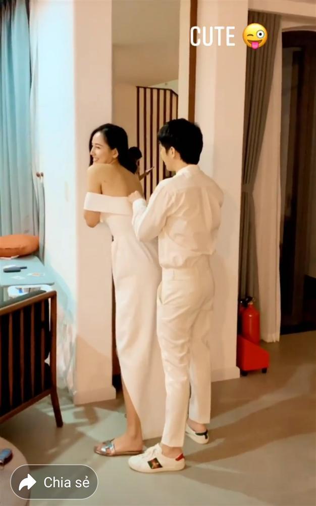 Phát sốt với clip Noo Phước Thịnh kéo khóa váy cho Mai Phương Thúy-4