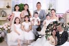 Lấy chồng 10 năm sinh liền 6 nhóc, mẹ trẻ Hà Nội kể chuyện yêu đương vẫn 'mặn' như ngày đầu