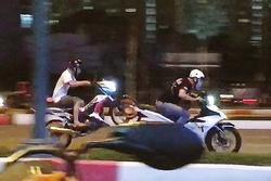 'Quái xế' phóng moto bạt mạng, náo loạn Sài Gòn ai nấy khiếp sợ