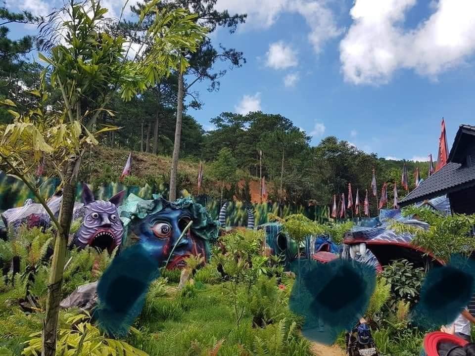 Dân mạng tranh cãi tạo hình ghê rợn tại khu du lịch mới ở Đà Lạt-1