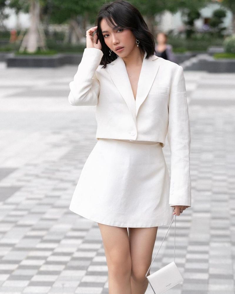 Chi Pu sexy - Phương Ly nữ tính bất ngờ khi cùng diện đầm tím-2