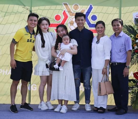 Không chỉ gần gũi mẹ chồng tương lai, Huỳnh Anh còn rất thân với chị dâu Quang Hải-3