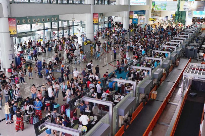 Khách mệt mỏi ngồi chờ hàng giờ trên máy bay ở Hà Nội và TP.HCM-1
