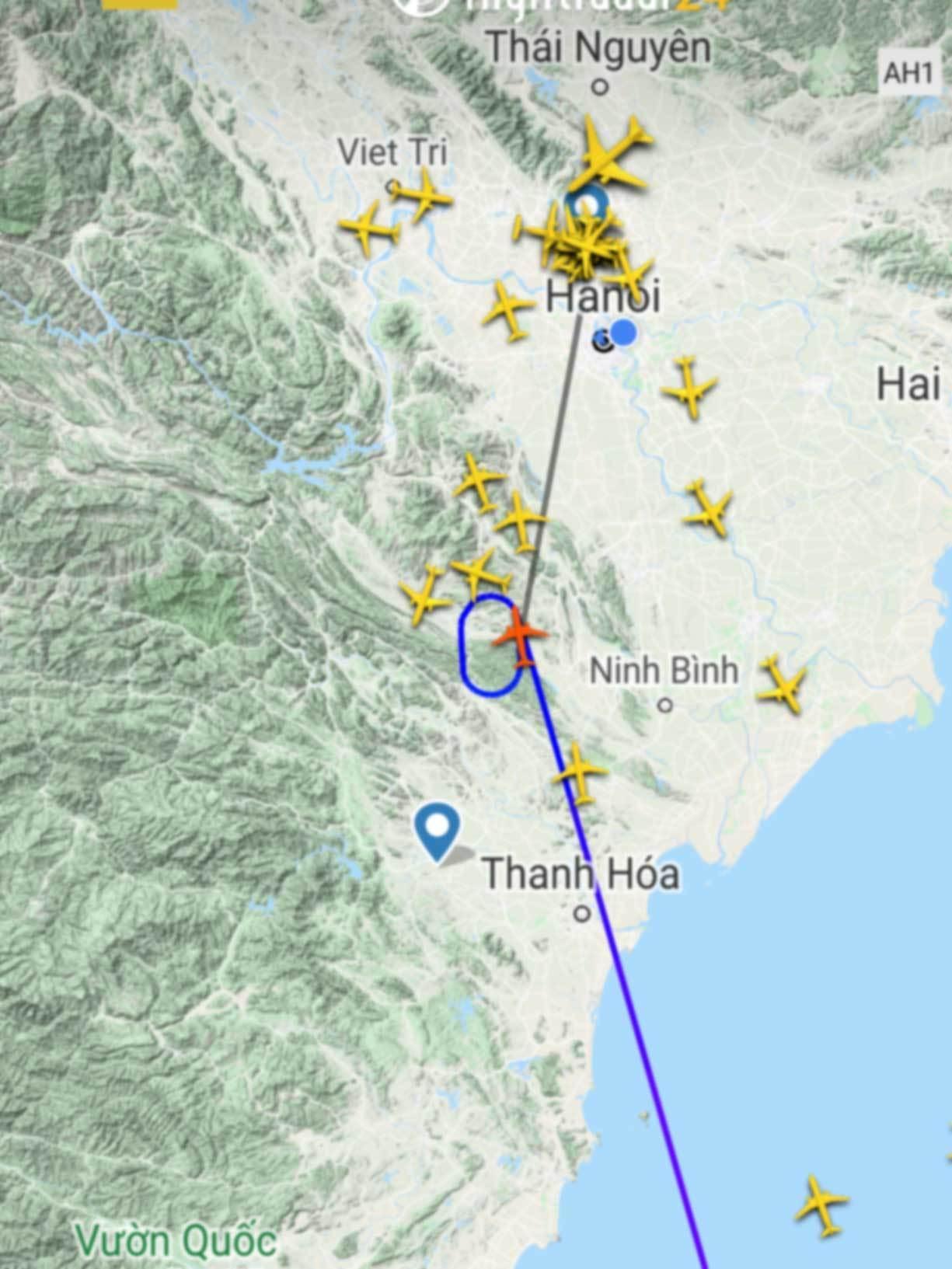 Khách mệt mỏi ngồi chờ hàng giờ trên máy bay ở Hà Nội và TP.HCM-4
