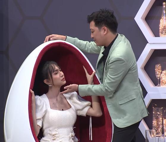 Lynk Lee ngượng ngùng né tránh nụ hôn của Trường Giang-1