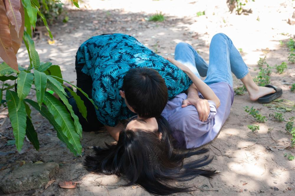 Thái độ của vợ sao Việt khi chồng đóng cảnh nóng: từ khen cho đến đánh cho khùng luôn-1