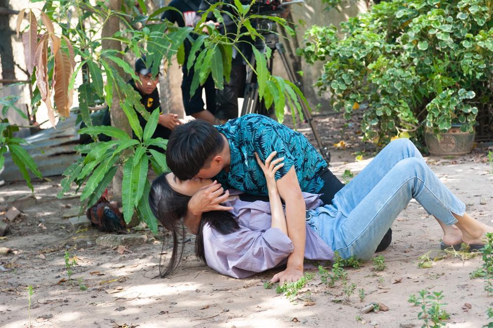 Thái độ của vợ sao Việt khi chồng đóng cảnh nóng: từ khen cho đến đánh cho khùng luôn-2