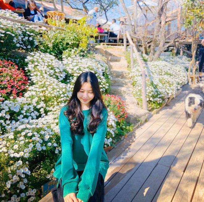 Con gái lớn nhà MC Quyền Linh chứng minh: Vẻ đẹp cam thường không hại được, xài app để cho vui-5