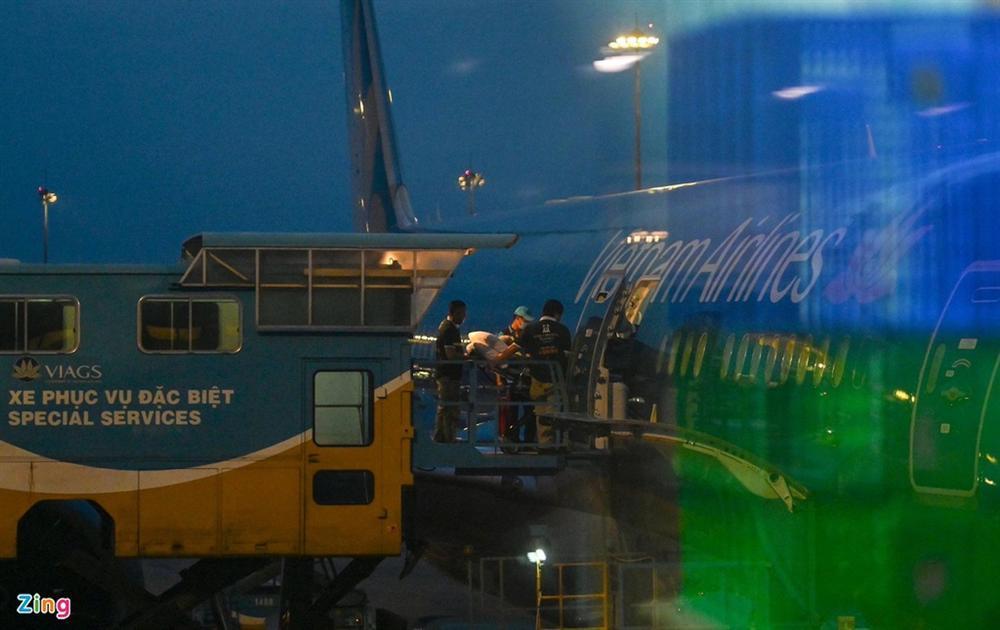 Bệnh nhân 91 lên máy bay bắt đầu hành trình về nước-3