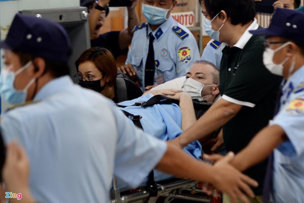 Bệnh nhân 91 lên máy bay bắt đầu hành trình về nước-11