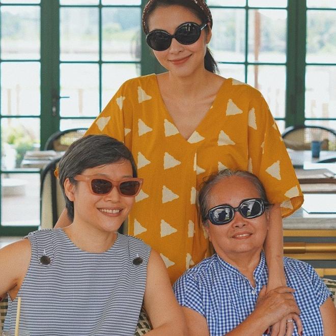 Tăng Thanh Hà khoe ảnh bên mẹ và chị gái-1