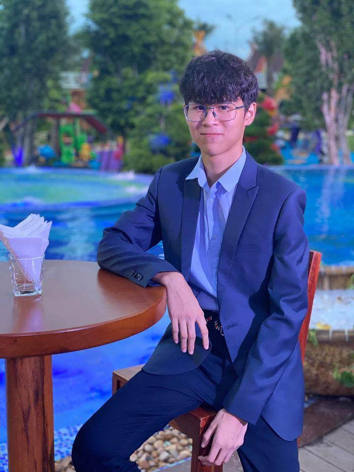 Con trai Huy Khánh trổ mã ngỡ ngàng, cao ngang ngửa bố ở tuổi 14-3