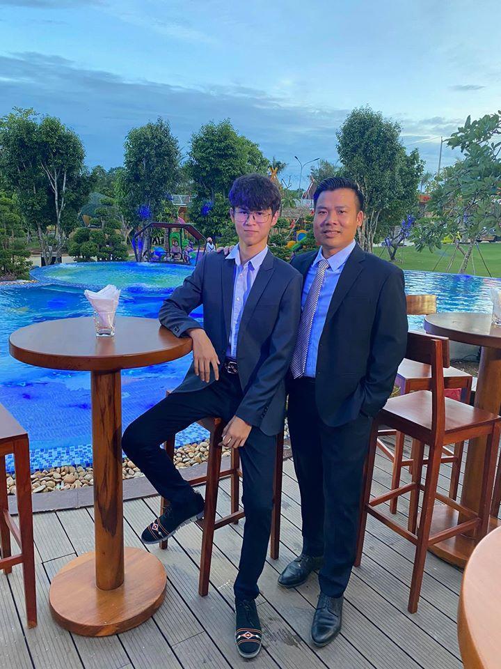 Con trai Huy Khánh trổ mã ngỡ ngàng, cao ngang ngửa bố ở tuổi 14-5