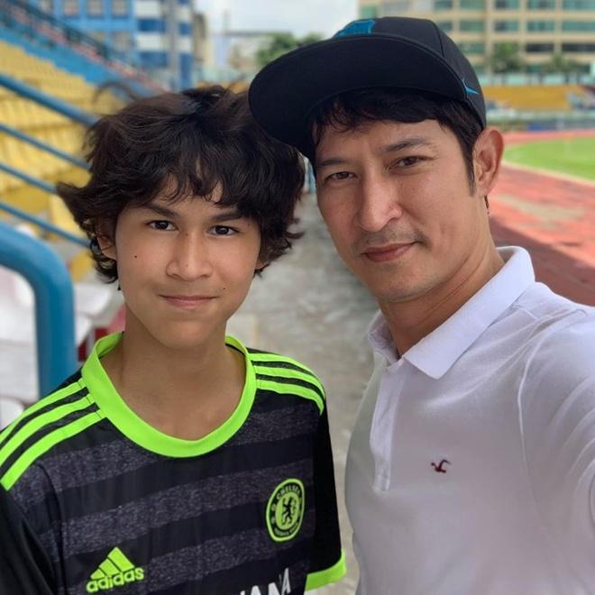 Con trai Huy Khánh trổ mã ngỡ ngàng, cao ngang ngửa bố ở tuổi 14-6