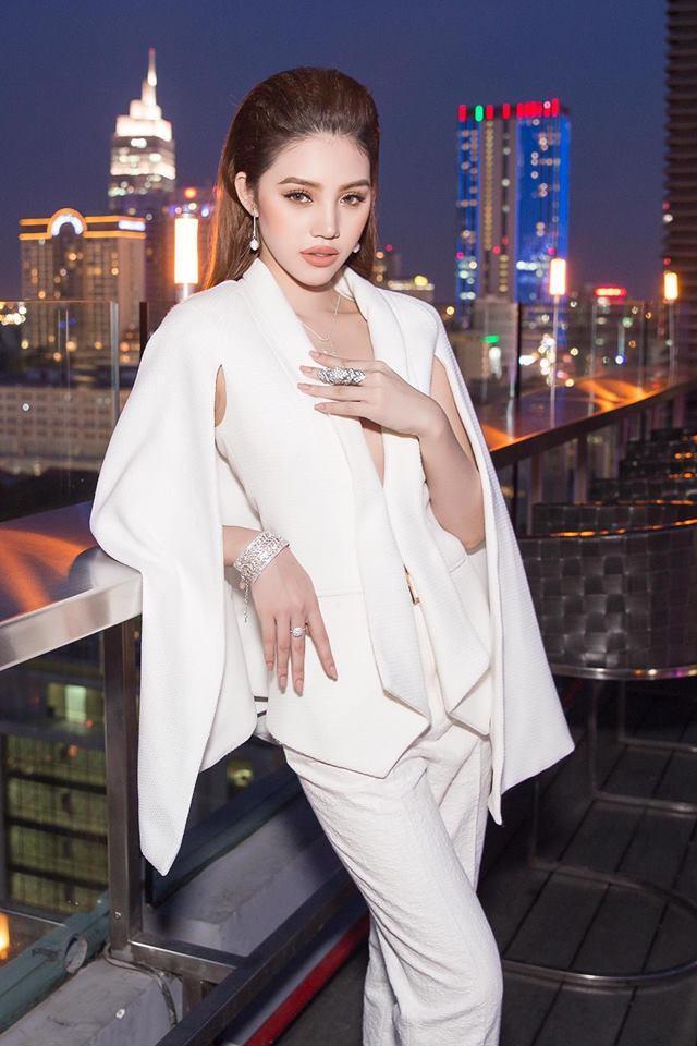 Hoa hậu người Việt tại Úc Jolie Nguyễn: Cuộc sống sang chảnh, đình đám báo Mỹ-3