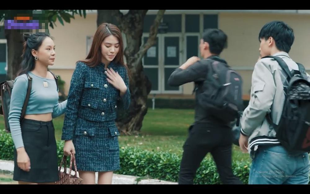Hoa hậu người Việt tại Úc Jolie Nguyễn lần đầu đóng phim đã sắm hàng hiệu gây choáng-5