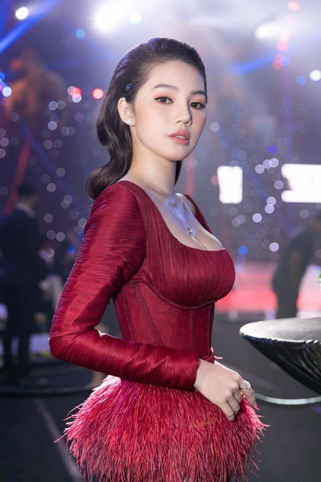 Jolie Nguyễn thú nhận từng phẫu thuật thẩm mỹ-4