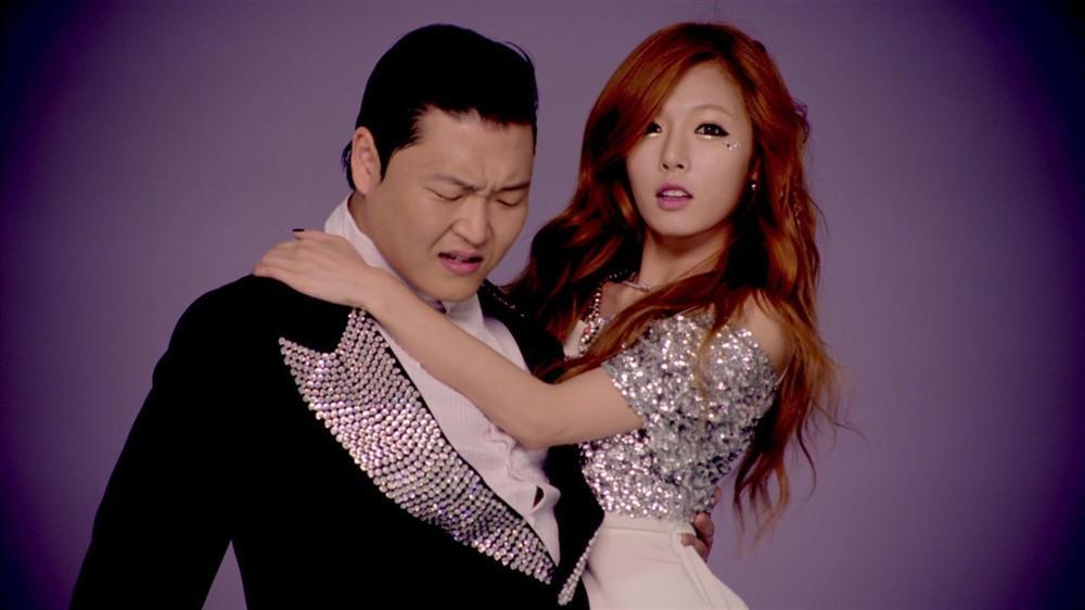 HyunA và loạt mỹ nhân trong MV tỷ view của Psy giờ ra sao?-1