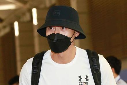 Cực phẩm nam thần Hyun Bin lộ ảnh đen sạm, râu ria xồm xoàm