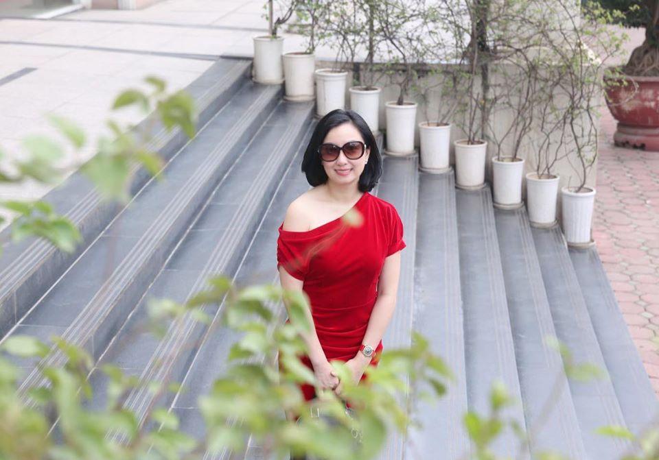 Những lọ hoa đồng nội gợi nhớ tuổi thơ của người phụ nữ gốc Việt-1