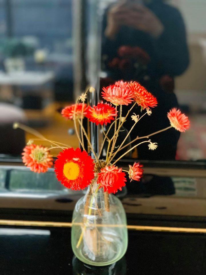 Những lọ hoa đồng nội gợi nhớ tuổi thơ của người phụ nữ gốc Việt-3