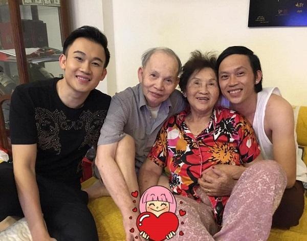 Quây quần bên bố mẹ, Hoài Linh - Dương Triệu Vũ lộ rõ điểm khác biệt-1
