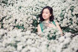 Những lọ hoa đồng nội gợi nhớ tuổi thơ của người phụ nữ gốc Việt