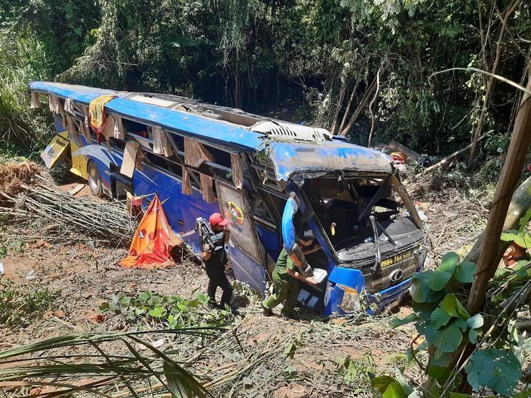 Tình trạng các nạn nhân trong vụ xe khách lao xuống vực ở Kon Tum giờ ra sao?-1