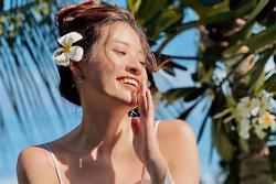 Phan Hoàng Thu nóng bỏng với bikini