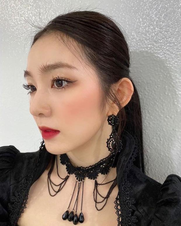 Stylist Red Velvet lên tay: Chế áo cho Irene mặc sexy, quý tộc ăn đứt người mẫu hãng-4