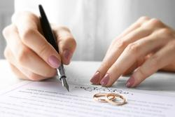 Vì sao phải ghi tên người dự định cưới trong giấy xác nhận độc thân để kết hôn?