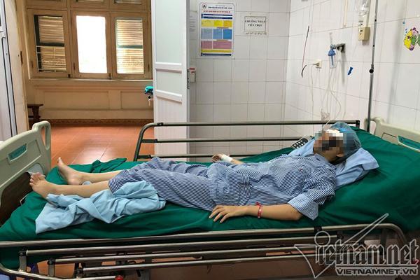 Áo chống nắng cuốn vào xe, nữ sinh Hà Nội gãy xương mặt-1