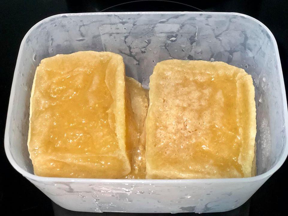 Ngỡ đậu phụ đông đá bỏ đi nhưng sau 10 phút chế biến của mẹ Hà Nội có ngay món ngon-1