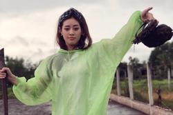 Hoa hậu Hoàn vũ Khánh Vân chọn áo mưa giấy, dép lào làm trang phục dân tộc