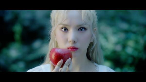 Apple G-Friend: 9 bí ẩn kết nối MV của BTS, TXT, G-Friend còn lâu bạn mới biết-4