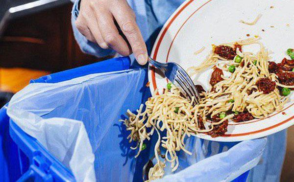 Tranh cãi chuyện con gái giận dỗi khi thấy mẹ mang thức ăn thừa ở quán về nhà-2