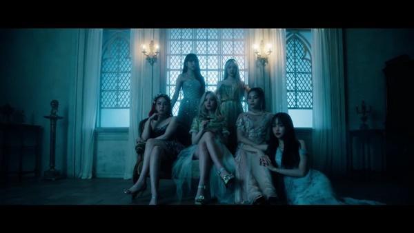Apple G-Friend: 9 bí ẩn kết nối MV của BTS, TXT, G-Friend còn lâu bạn mới biết-20