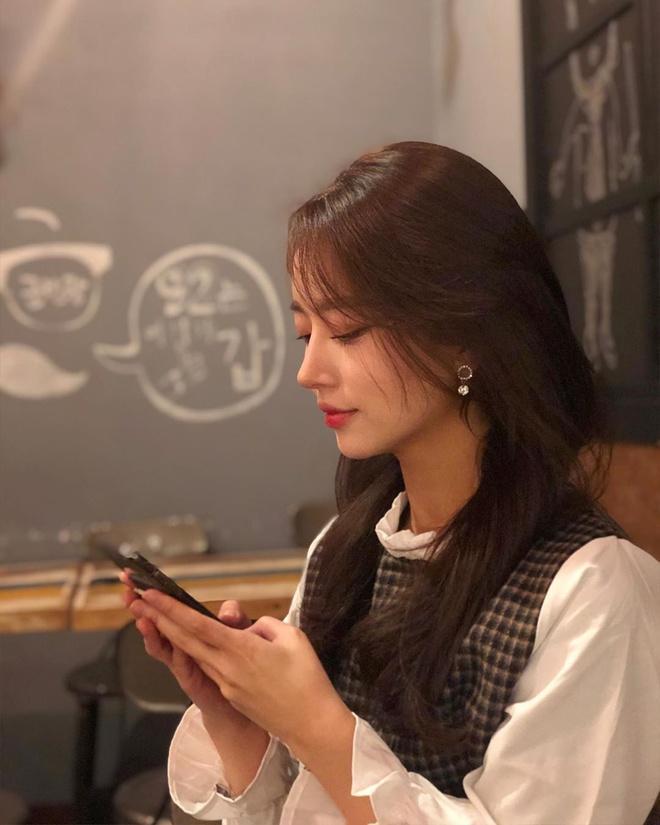 Nữ streamer hút fan chỉ nhờ cảnh buộc tóc, nhận tiền tỷ khi phát sóng-3