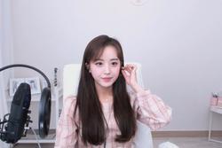 Nữ streamer hút fan chỉ nhờ cảnh buộc tóc, nhận tiền tỷ khi phát sóng