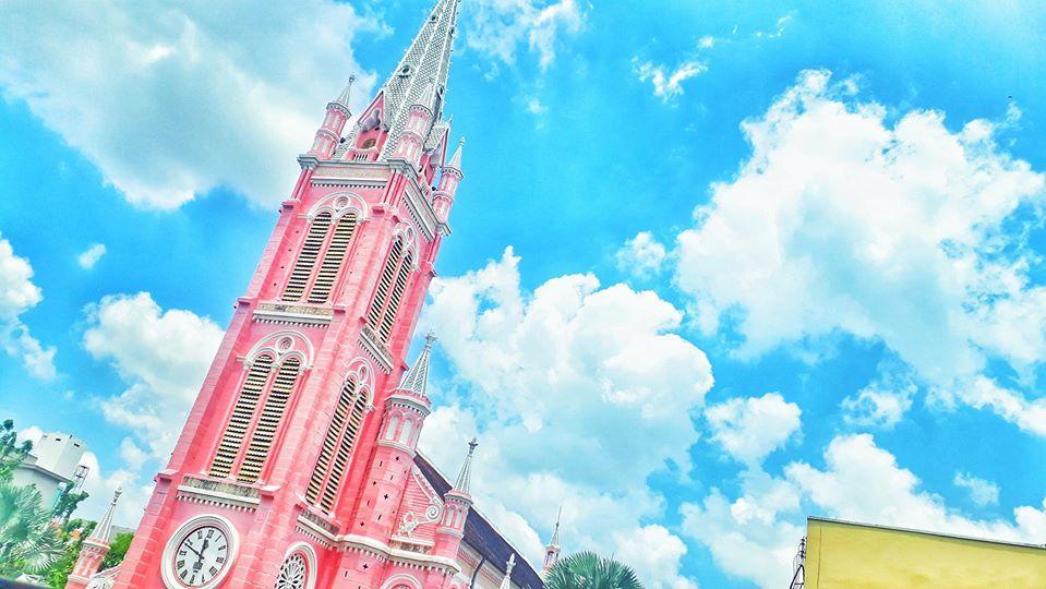Giới trẻ khoe ảnh check-in nhà thờ màu hồng có 1-0-2 ở Sài Gòn-2