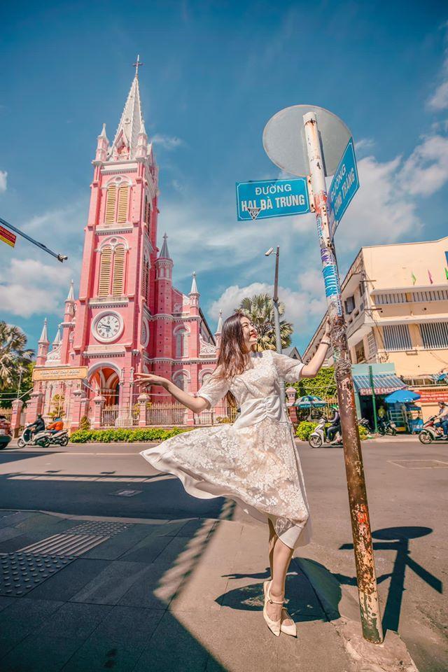 Giới trẻ khoe ảnh check-in nhà thờ màu hồng có 1-0-2 ở Sài Gòn-4