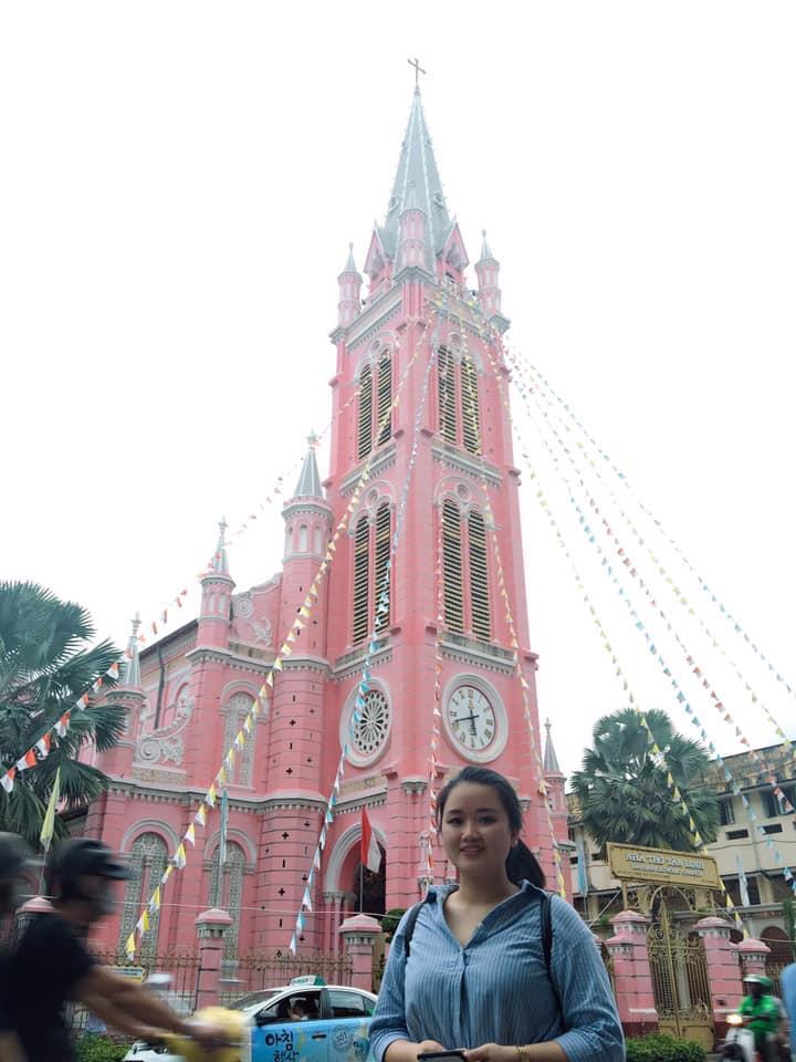 Giới trẻ khoe ảnh check-in nhà thờ màu hồng có 1-0-2 ở Sài Gòn-5