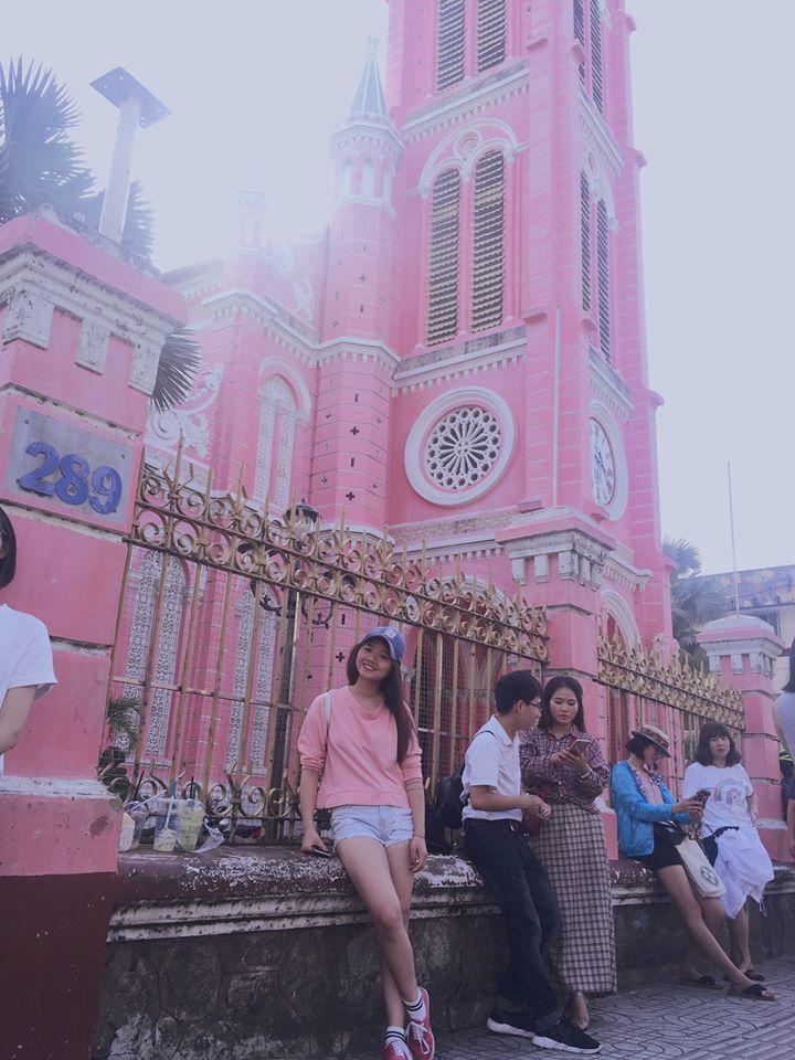 Giới trẻ khoe ảnh check-in nhà thờ màu hồng có 1-0-2 ở Sài Gòn-9