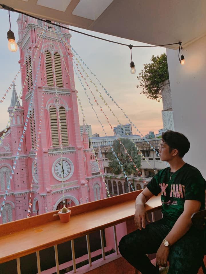Giới trẻ khoe ảnh check-in nhà thờ màu hồng có 1-0-2 ở Sài Gòn-10